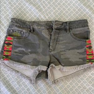 Roxy camo denim shorts / 25